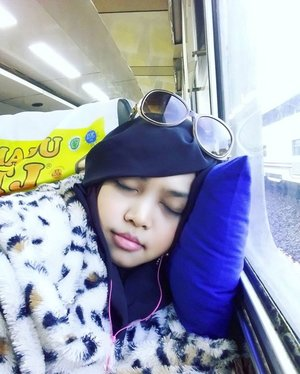 Sun, Jan 22nd, 2017 --- Ohayou! It's time to go home! Back to Jekardaah... on my #train ( #TegalBahari ) at #Losari #TrainStation #Cirebon #WestJava #Indonesia . Still feel sleepy ... hihi... Thank God I bring this #handmade #furscarf 😄 it's #warm and #comfy 🚈🚄🚅 #hijabtraveller #visitCirebon #VisitIndonesia #railway #Countrystyle #clozetteID #ootd #ootdmodest #modestwear #modestfashion #stylecovered #sleepingbeauty