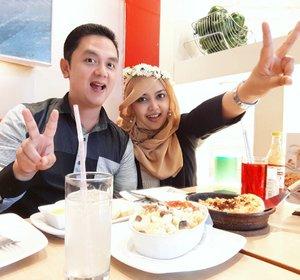 LATEPOST: Sunday, Sept 18th, 2016--- We are the #dreamteam ! 😄😄 This week end, Aa lagi ada tugasnya di JKT, jadi nggak ke BDG. We had some checklist hehe. Dari urusan kerjaan sampai dating. Karena terjebak hujan deras, neduh dulu deh di #pizzahut aciiikkk!!... we love #pasta so much! 🍕🍝🍕 @clozetteid #clozetteID #instamoment #pizza #pasta #couple #romanticdinner #ootd #hootd #Couplestyle #touchofblack #fashion #style