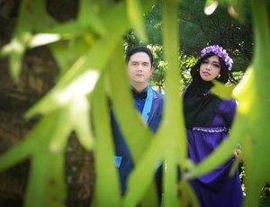 "Wednesday, November 8th, 2017Hari ini #RoyalWedding nya putri satu2nya Presiden RI Jokowi,Hari ini juga ada "" pengajian jelang nikah "" putri satu2nya Babeh Kolonel Cholid A.R hehehe...Semoga dilancarkan dalam setiap rangkaian prosesi pernikahan nanti amiin yra... 💓💓💓💓💓💍🌹 10 days to 18-11-17... 💍🌹The nu journey will begin... Bismillah! 🌹♥️👰💖💍---Theme:  #Vintage #Romantic #Campus 💜#Photographer: @wawaaank & @inkamarshanda 💖Location: #WismaPoliMedia #Jakarta #Bride : Hesti Nurhayati Cholid#Groom : @erdin.saef---#clozetteID #hootd #ootd#prewedding#vintagestyle#modestfashion#lecturers#modestwear#HestiErlanWedding#CountDowntoNov182017#nhkkawaii"