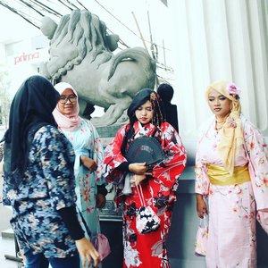 "LATEPOST: Sat. May 13th, 2017  Theme: #Tokyo #Ojousama Place:  #Ennichisai2017 #Festival #LittleTokyo #BlokM #Jakarta Camera: #CanonD1100 - Suatu hari di #Asakusa - Tokyo , #Jepang ... Reya : "" Oneechan, siapa dia? Apakah member baru #JFashionJumpers ?"" Harajuku : "" Ntahlah... tiba2 dia muncul"" 😂😂😂 Mineko : "" Mengapa dia jadi kembaranku?"" Meichan : "" Ada apa ya? Mei ga salah kan?"" (datar) 😂😂😂 - - @clozetteid #clozetteid #fashion #hootd #modestfashion #stylecovered #headscarf #hijabi #hijabstyle #ethniclook #oriental #style #kimono #yukata #furisode #muslimjapan"
