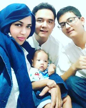 Wed, JUNE 5th, 2019 ---- 🕋🕌🕋🐪🐫🌴⭐🌙 Assalamualaikum wr.wb. Allahuakbar. Allahuakbar. Walillahilham!Alhamdulillah hari ini #LebaranPertama ku... I love being loved by my family 😘🙏Selamat #HariRaya #idulFitri1440H / #Lebaran2019 . Maaf lahir batin ya, Guys!---#myFamily#nhkkawaii#clozetteid#kawaiifamily#kawaiibaby#moslemfamily#ArtanabilRafisqyErlan#2monthsbaby