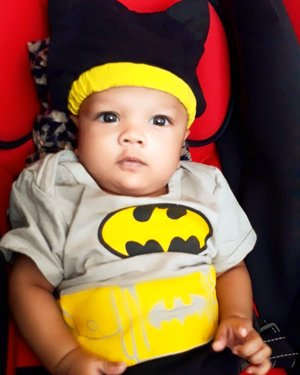 JUNE 2019--- 🦇👼🦇 Let's join our #JusticeLeague ! I am #ArtanabilRagisqyErlan , #2monthsbaby #superhero 💪😎 #LittleBatman for my Mommy Princess Jasmine Hesti Sensei and my Papi @erdin.saef 🦇👼🦇----#nhkkawaii #clozetteid #BatmanBaby#Batmancosplay#kawaiibaby#Babycostume#Babyootd