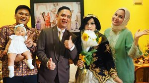 Saturday, August 26th, 2017--- #TheProposal / #Engagement of Hesti & Erlan 💗💍🎎 - With my bro Uli , my sis Rara n my niece Baby Dara. Sayang belum formasi lengkap dengan Sandhi, @dewirahmawati29 And Feli yaa... semoga pas nanti hari H amiin yra. - - - - - - - - #clozetteid  #hootd #Bridediary  #bridestory #kebayaJogja #kebayabeludru #modestkebaya #kebayahijab
