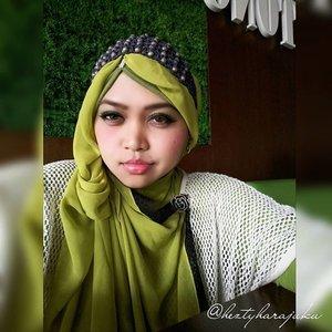 "☕🍐🍵August 14th, 2015 --- My temporary ""office"" during #holidayseason lolz. Masih berkutat dengan bimbingan tugas akhir mahasiswa, kali ini lokasi dipindah ke #CimanggisSquare . Anyways, This pretty #lemongreen #scarf is by @all_scarfs . A souvenir from #ZaloraMuslim fashion show Spring 2015 & @wardahbeauty makeup class 🌻💖🌻 #muslimah #muslimahindonesia #coveredstyle #modestfashion #OOTD #hotd #fashion #style #headscarf #HijabIndonesia #hijabstyle #clozetteid #instafashion #instastyle 💄🗻💄"