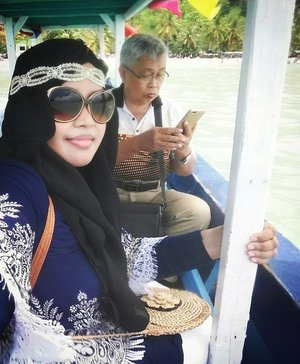 LATEPOST: (Edisi belum move on dari #pantai 😂😂😂) Sun,  February 26th, 2017 ---- Being #Bohemian #BeachGirl in #modestfashion #stylecovered way . 🎼 #Row...Row...Row... your #boat gently down the #stream... 🎶Let's go to #MasjidApung Al-Aminah #Lampung 🌊🌞🌴 🌴🌞🌊 😎 -------------------🚤🌞🌊-------------------- -------------------🌊🌞🚤-------------------- #clozetteID #seashore #modestwear #hijabtraveler #traveling #travelstyle #Hootd #ootd #fashion #style #stylishmodesty #stylecovered #beachlover #Sumatera  #headscarf #VisitLampung #VisitIndonesia