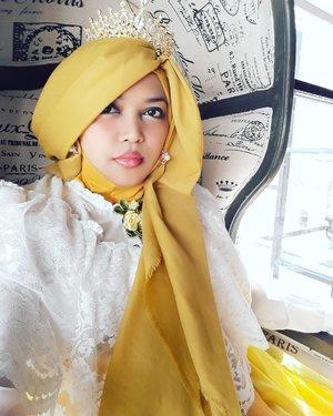 "Wed, August 16th, 2017--- 🍛🍜🎂🍰 ""I am the #Queen ! 👑 Queen of my King's heart! ❤ *eaaaa 😆 - - Dari Imogiri langsung cuz #lunch/ #FamilyGathering at #RoasterandBear #HotelHarper @harperjogja #Yogyakarta !... 🎂🍰🎂 - - - Theme : #Royal #BirthdayParty  Location : #Resto @roasterandbear Hotel Harper - #Yogya Camera: #SamsungJ7Prime - - - - - - - #clozetteid  #modestwear #hijabtraveler #hootd #foodtraveler #Yogyatrip #VisitYogya #TeddyBear #Bear"