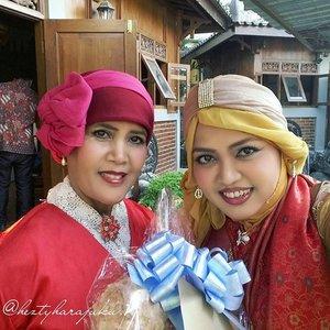 Friday, August 28th, 2015 ---- #MuslimahTraveler Day 3 : My #brother 's #engagement modesty ceremony 💑💍💐 Our dresscode is #Red , the symbol of #celebration and #happiness . I wear my #anarkali #salwarkameez #Indiandress with #turban ---> designed by me. My Mom wears Batik Hanbok, also my own design, & Papa wears #BatikTrusmi @ebatiktrusmi Cirebon. 💐💍💑#modestfashion #coveredstyle #ClozetteID #OOTD #hijabstyle #hijabi #hijabista #MuslimahIndonesia #HijabIndonesia #elegance #coveredstyle #India #fashion #style #ethnicstyle #bohostyle #headscarf #Indonesia #stylishtraveler  #travelgrammer