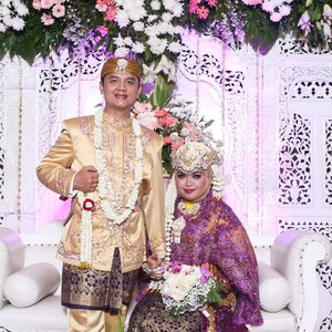 #LATEPOST: Saturday , November 18th, 2017 ---💜👰🌸#Sundanese #RoyalWedding --- at #MasjidAgungAttin #TMII #JakartaTimur ... #JanjiSuci #HestiErlanWedding #181117 -WO : #MitraWangiWeddingandCateringMUA : Bude Untung @u_haryati 💋-----#clozetteID #nhkkawaii #KawaiiReporterWedding#HestiHarajuku#modestwear#muslimwedding#hootd#muslimbride#MitraWangiWeddingPackage