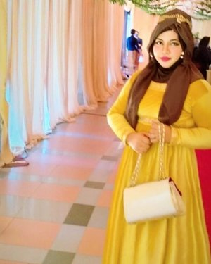 Sat, August 22nd, 2020----- 🌹🦁🧭💒 Going to a #weddingparty today as #PrincessBelle (#DisneyPrincess from #BeautyandtheBeast ) in modestfashion way 💒🧭🌹💕 #goldenyellow #velvetgown x #brownhijabx #goldenclutch x #diadem (a #greektiara for #divas ). ------#clozetteid #nhkkawaii #inspiredbydisney#bellecosplay #modestwear #princesslook