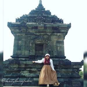 """August 27th, 2015 ---- #MuslimahTraveler Day 2 : Exploring #Yogya --- #CandiBarong . Photo credit to my sister @dewirahmawati29 😉👜👠🚘... Feels like a #timetraveler #princess ! So...excited! My #OOTD is """"Muslim Lolita Princess""""  with #BatikLawasan and #headscarf. Anyways my #strawbag is made in #Yogyakarta, I bought it 2 years ago at Bringharjo hoho 😉 Fashion design by myself . 🚘👠👜 #modestfashion #coveredstyle #scarf #lolitastyle #traveling #trip #journey #ClozetteID #vintagestyle  #Indonesia #indonesianheritage #instatravel #instafashion #batikindonesia #visityogyakarta #stylishtraveler #travelgrammer #Fashion #style"""