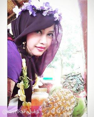 🌫🏊🐐🌴🌳🍝🍩 Sun, March 26th, 2017 --- #Aloha !  Being #HulaHulaGirl at #ARFam (Abdul Rodjak BigFamily ) #gathering at #ResortGiriTirtaKahuripan #Purwakarta with my dearest family 😂😂😂 ⛱🏊🌫🍝🌳🌴👑 - - Anyway, my #hootd was inpired by #HawaiianGirl hehe... ngeronce bunga-bunga tropis gituuh... ada yang jadi #flowertiara & ada juga yg jadi #kalungbunga . Pake #PashminaUngu dan sendal jepit ungu #SurferGirl hihi... Nemu aja lagieh #BungaKembangSepatu #Hibiscus Merah khas #Hawaii yg melengkapi #BungaKamboja dari Aa dan #BungaKenanga dari depan rumahku hihihi. - - #hijabtraveler #clozetteid @clozetteid #fashion #style #modestwear #modestfashion #Hawaiianlook #happyholiday #visitPurwakarta #visitWestJava #travel #traveler #travelstyle