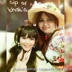 🎀🌹🎀 #FLASHBACKFRIDAY :  #JFashionJumpers #comunity #Jakarta #Indonesia #jakartastreetstyle #OOTD #hotd #nonebelande #sisters 🎀🌹🎀 With my #kawaii  lil sister #Princess @mineko_shirota ... we love #vintagestyle and #shabbychic ! 😉🌹🎀🌹 #ClozetteID  #fashion #style #romagyaru #romanticgyaru #modestfashion #coveredstyle #modesty #stylish #scarf  #commuterline 💜💜💜    #instafashion #instabeauty