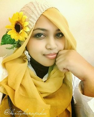 Januari 5th, 2015--- 🌻#Himawari #Hime 🌻 #Sunflower #Princess 🌻 #putri #bungamatahari 🌻 #ClozetteID @clozetteid #hijabiandfab #modestfashion #coveredstyle #headscarf #scarf #scarfstyle #fashion #style #yellow #morigyaru #kawaiistyle #modesty #stylish #fashiongram