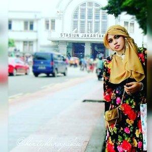 @zaloraid @clozette #Clozette #ClozetteID #HDILAsia #tryanotherlook🌹💜🌹 #flowerpattern #flowerprint #ootd #modestfashion #coveredstyle #scarf #headscarf #fashion #style #modesty #stylish #vintagefashion #vintagestyle #instafashion #hijabstyle #hijabindonesia #scarfstyle #shabbychic