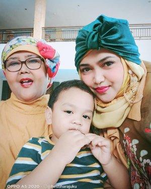 LATEPOST: We love you, Artanabil! ✨❤️✨ Setiap hari terasa seru melihatmu tumbuh ✨❤️✨ Meski kadang deg2an yaa... Sudah suka ngacir sendiri naik tanggalah....ke jalan depan rumahlah... Fyuuh!... Bener-bener lagi masa pengawasan ketat sekarang! #TerribleTwo katanya yaaa... 😂😂Oemjiih... ----#parentinglife #grandma#MommyandSon#modestfashion#clozetteid#moslemfamily