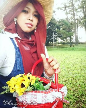 #Himawari #Hime @clozetteid #ClozetteID #fashion #style #modestfashion #coveredstyle #headscarf #scarf #strawhat #flowers #instafashion #fashiongram #hijabiandfab #modesty #stylish #stylishtraveler #morigyaru #modest #gyaru #kawaiistyle #garden #picnic #picnicbasket #Bogor #botanicalgarden
