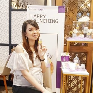 So happy could be part of the happy launching of Hyglow Face Mist, a collaboration local product between @pratista.official x @kinans.review last saturday.  The new product is apparently received so much love among the skincare enthusiast (including me)! Since it not only able to make the makeup adheres well, this face mist could also lock the moisture of previous skincare layer we put on and prevent TEWL. That's why its best usage is under sunscreen step. Well done Pratista & Kinan! �  And then, I'd like to thank them for the generous gift box I received on the last event. Gonna unbox and try them soon! 💋  #pratistaxkinan #hyglowfacemist  #skincareenthusiast #facemist #skincareregime #skincarejunkie #skincarelokal #localskincare  #skincare #skincarecommunity #skincarejunkie #skincareaddict #skincarelover #skincareritual  #abcommunity #asianskincare #abskincare #abbeatthealgorithm #discoverunder5k #rasianbeauty #beautyflatlay #beautyfavorites #skincareblogger #qupas #idskincarecommunity #clozetteid