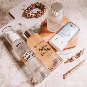 #morningroutine with local brands. Let's support our local business. Don't forget to wear sunscreen after using exfoliating toner.  In frame: @avoskinbeauty PHTE @the.cura snail purity essence @pratista.official x @kinans.review Hyglow Face Mist - I use this as moisturizer before sunscreen @ingridbybellestand strong uv stick  What about your morning routine? . . . #skincareroutine #skincaredaily #skincareblogger #skincareenthusiast #supportlocalbusiness #supportlocal #skincareobsession #skincareaddiction #iloveskincare #365inskincare #takecareofyourskin #igskincare #igtopshelfie #itgtopshelfie #skincareflatlay #skincarefirst #beautyflatlay #flatlayoftheday #aesthetic #aestheticallypleasing #hygge #fridayvibes #dirumahaja #friyayfaves #skincarecommunity #beautycommunity #idskincarecommunity #clozetteid