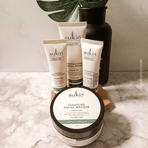 Sukin's Signature package is finally arrived safe and sound to my home. I've been eyeing this and so excited to have them under my reach.  So guys, what do you expect me to try them first? Please comment below 😍 . . . #sustainablebeauty #sustainableliving #minimalistphotography #aestheticallypleasing #facecare  #aesthetic #skincareblogger #skincare #skincareenthusiast #skincarefirst #hygge #slowlife #skincarecommunity #365inskincare #igskincare #takecareofyourskin #towerthursday #igtopshelfie #reducereuserecycle #itgtopshelfie #skincareflatlay #iloveskincare #beautyflatlay #flatlayofheday #flatlaystyle #sociolla #socobeautynetwork #beautyjournal #skinfluencer #clozetteid