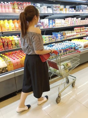 Casual grocery shopping in culotte pants and off shoulder cotton top with a pair of comfortable loafer     #ClozetteId #plaid #culotte #ootd #saturdaynightout #loafers #instalike #instapicture #wiwt