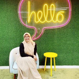 You had me at hello 🙋🏻‍♀️....#clozetteid #ootd #hijabootdindo #hijabfashion #hijabstyle #blogger #bloggerlife #fashionblogger #lifestyleblogger #feeling #happiness #dailyoutfit #dailyhijabers #instafashion #instastory #latepost