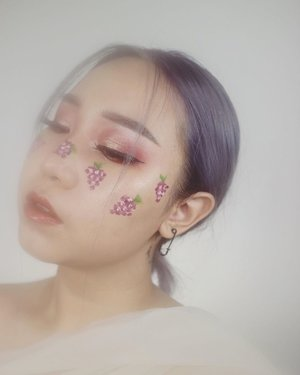 recreate ka @megachintasih's look🍇⁣⁣ ⁣⁣ ⁣⁣ deets makeupnya aku tulis nanti sorean ya.⁣ ⁣⁣ ⁣⁣ ⁣ ⁣ ⁣ ⁣⁣ ⁣⁣ #ootd #outfitoftheday #giveaway #indonesia #beatricenathania #makeup #indobeautygram #clozetteid @clozetteid @indobeautygram #tasyashoutoutfarasya @tasyafarasya #sbyglamsquad @sbyglamsquad @janineintansari @cindercella #janineintansari #cindercella #beauty #selfie #skincare