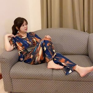 """""""I'm so glamorous even in pajamas 😎😉.."""" - Super Junior Kim Hee Chul  Well, this is so true.. Wearing a gorgeous sleepwear by @angelinethelabel 💖😍..   Sleepwear ini gak hanya sekedar sleepwear doank ya gals, tapi bisa dijadiin juga sebagai outfit biasa. Motif satu ini is my most favorite sleepwear motif all the time dari @angelinethelabel yah.. Warna dan desain nya terkesan super mewvah dan gak norak 😊, bahkan bisa dipake untuk jelong jelong keluar rumah juga.. Sapa yang bilang sleepwear alias pajamas hanya bisa dipake di dalam rumah?   Selain motif ini banyak lagi motif lainnya yang available yah.. plus tersedia dengan pilihan lengan panjang celana panjang, lengan pendek celana panjang, or lengan pendek celana pendek. Intip aja di @angelinethelabel 😘..  Just padu padan sesuai dengan selera dan gaya fashion kamu aja and taraaa you will look so glamorous even in your pajamas 😜😝..   Let's become a trendsetter not a follower 🥰🤗 . . .  Poke @angeline.zhuang @agustina921 @chen42chun Kajolerssss, accept my sleepwear challenge!!! Where is your pajamas? Post it 😂  . . .  #funniestling#clozette#clozetteid#beauty#fashion#pajamas#sleepwear#angelinethelabel#kimheechul#superjunior#kpop#korean#trendsetter#challenge#pajamaschallenge#sleepwearchallenge"""