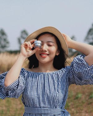 Never skip your sunscreen!here I'm using @mdglowingskin sunscreen that keeping my skin protected and glowing 💕 #MDGlowingskin #MdCosmeticsindo #MDCCCreamYou can purchase them offline at  MD Clinic (all branch), Medinazein Boutique Bandung and online on hijup.com, silahqan.com & lunadorii.com