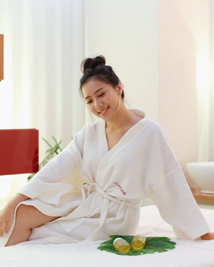 Just what i need after these busy weeks 👌🏼Pampering myself with @clarinsclub.id full body treatment skin spa ❤️ so satisfied with this 60 minutes treatment ✨  Read full review of my spa experience at @clarinsclub.id on my blog ❤️ link in bio ❤️ #clarinsjakarta #clarinsspa #clarins #clarinsclub @bloggermafia