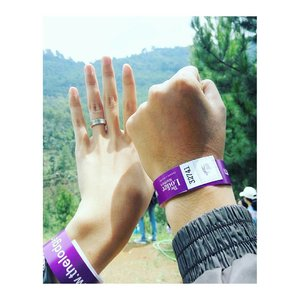 Ini bukan gelang couple tp tiket masuk The Lodge Maribaya 😂 yg besok libur dan masih bingung mau kemana bisa bgt kesini. . #weekend #thelodge #thelodgemaribaya #travel #holiday #Clozette #ClozetteID #ClozetteDaily #Clozetter #ClozetteIndonesia