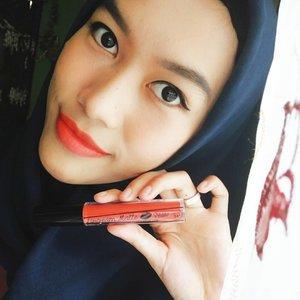 Nggak pernah kepikiran lipstick warna oren gonjreng ini bakalan cocok dimuka aku. Dan aku sukaaa bgt... Soalnya bikin wajah lebih cerah dan fresh gitu ❤.💄Mukka Lipcream Matte #08 by @mukka_kosmetik.#clozetteid #tribepost #bandungbeautyblogger #beautybloggerbandung #mukkacosmetics