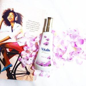 Buat aku Vitalis Body Scent ini nggak hanya sebagai pengharum tubuh tetapi juga jadi peningkat mood dan kepercayaan diri untuk selalu tampil sempurna dalam kegiatan apapun. Aku lagi coba varian Bizarre ini. Dengan kemasan baru dan aroma harum yang juga baru buatku rasanya hari-hariku terasa lebih fresh 💞 . . . . . #PesonaVitalis #GetYourVitalis #VitalisFlatLay #ClozetteID #tribepost #BeautyBlogger #BeautyBloggerBandung #Vitalis #Parfume #Flower #BodyScent