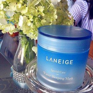 Yeaaay! It's happening ❤ Ngobrol cantik bareng @laneigeid X @scarf_magz . Aku baru tau ternyata selain water sleeping mask original ternyata Laneige baru saja launching dengan scent baru nya yaitu Lavender minggu lalu dengan edisi terbatas. Kemasannya sama hanya berbeda kemasan, yaitu berwarna ungu. On frame: original . (Swipe) produk lainnya laneige yg semakin berkembang pun yaitu lips sleeping mask yg sudah memiliki 4 varian . #ClozetteID #Laneige #LaneigeID #ScarfMagzxLaneige #GoodMorningSkin #WaterSleepingMask #ScarfBeauty