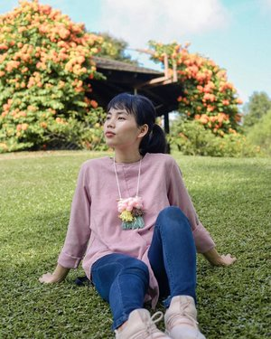 A day well spent in the park 🌳☀️ Enjoying the garden view while sitting on the grass.. • Handmade necklace by @fuwafuwa_id #ClozetteId