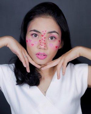 Bentuk hatinya memang tidak sempurna, tapi apalah arti bentuknya bila cintaku untukmu sempurna. Eaaa eaaaa🤪 • #clozetteid #makeupcollab #makeuplooks #beautybloggerindonesia #indobeautysquad #makeup #beautybloggerjogja  #jogjabloggirls #tiktokmakeup #makeupevolution #facepaint #makeupideas #facepainting