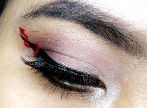 Devil Eyeliner !  #makeup #eotd #eyemakeup #eyeoftheday #clozette #clozetteid #clozetter #beautyblogger #beautybloggerid #indonesianbeautyblogger #bloggerperempuan #wingedliner #wingeyeliner #MUA