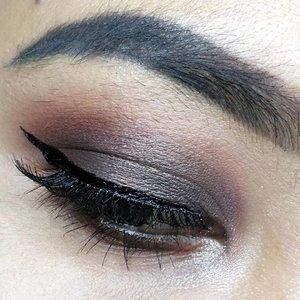 Agar supaya feed-nya rapih karena itu di upload walau gak bagus-bagus amat. 😋 . . . #makeup #eotd #eyemakeup #eyeoftheday #clozette #clozetteid #clozetter #beautyblogger #beautybloggerid #indonesianbeautyblogger #bloggerperempuan