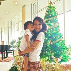Early Christmas 🤭  #travelblogger  #momblogger  #momanddaughter  #hillplaytime  #hillarytanjaya  #mommyandhill #clozetteid