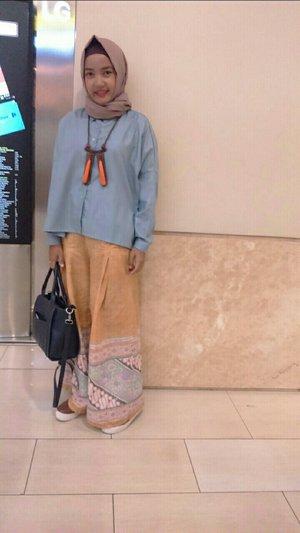 #ClozetteId #ootdanty #hijabi_outfit #instame #instalook #myhijabstyle #look #instapict #photooftheday #myoutfit #hijabindo #style #love #orange #instalike #ootdindo