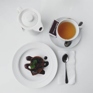 Choco roll cake 👻 . . . . . #cake #chocolate #rollcake #chocolatecake #chocorollcake #tea #peppermint #teatime #afternoontea #ggrep #clozetteid
