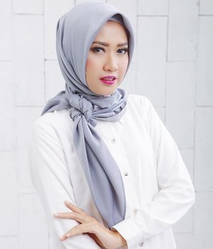 I love the confidence that makeup gives me. Scarf @vanillahijab | Mua @vivithalib21 | photo @udaeki #ClozetteId #MakeUp