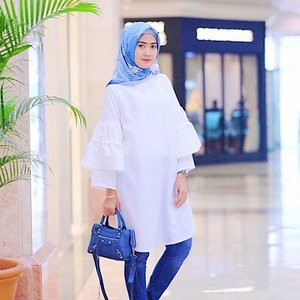Today is a day of happiness and peace. I am grounded and centered. i am grateful for my beautiful life that is filled with many blessings. i move through my day with consciousness, grace and love 💕 < Deera Tunic @elhasbu > #ElhasbuStyle #ClozetteId