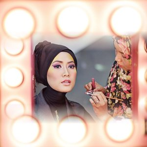 She used words to say nothing at all and she used make up to explain everything. Thank you my dear @fitriyahkafrawi ur hands like a magic 😊 #SimplyRaya #MakeUp #ClozetteId #ElhasbuStyle