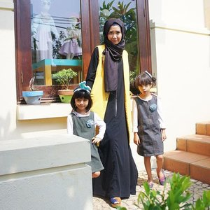 Lunch with my twin at @rumahgandaria 🌸 wearing BlackBaya and Vest by @elhasbu #LuluLoveLife #NexuvaDN24 #ClozetteId #ElhasbuStyle