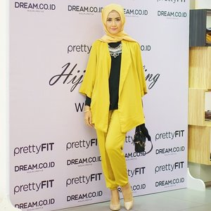 Yesterday at Hijab Styling Workshop with @prettyfit_id and @dreamcoid Thank you so much for having me 😊😊 | I'm wearing new collections from @elhasbu available on 5 colors: Black, Orange, Brown, Green and Yellow. #ElhasbuStyle #LuluAndPrettyfit #PrettyFitxDream #ClozetteId