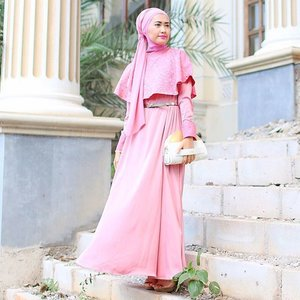 My outfit for #Eid1436H #LebaranDay2 Wearing Salma Dress by @elhasbu and i'm using my Halvo Bag as a clutch by @merakigoods ... Confidence. If you have it, you can make anything look good. ☺️💖 #ElhasbuStyle #SimplyRaya #ClozetteId