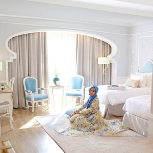 First time here, one the best hotel and sharia hotel that i've visited @noor_hotel_bandung ... As adenyah @dianpelangi says this place highly recommended for anyone who wants to stay in Bandung. Semua stafnya menyapa dengan salam, yang wanita menggunakan jilbab. kamar yang nyaman dilengkapi dengan peralatan sholat, rasanya nyaman banget. Thanks Teh @melliwilsonn for the warm welcome 😘😘 #ClozetteId #ElhasbuStyle