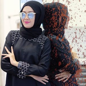 "Black is modest and arrogant at the same time. Black is Lazy and Easy but mysterious. But above all black says this: ""I don't bother you, don't bother me"" 😎 Glasses by @huffeysunglasses 