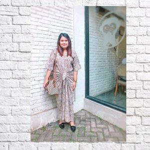 Ootd versi kondangan 💁. 📷 : @dryxannechan 😋🤗.··#fashion #ootd #style #instafashion #fashionblogger #bohemian #boho #bohemianstyle #streetstyle #beautyblogger  #womensfashion  #whatiwore #foodblogger  #wiwt #fashionweek #fashionstyle #styleblog #ootdindo # #outfitoftheday #Clozetteid #kaftan #partydress #tasyatheoutfitrepeater