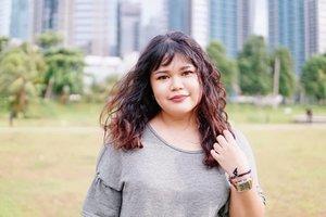Me and my favorite scrunchies 💁♀️ #makeup #beauty #makeupaddict #makeupjunkie #motd  #makeuplover  #instamakeup #wakeupandmakeup #eyelashextension #ragamkecantikan #hairstyle  #beautyblogger #beautyenthusiast #skincare  #nomakeupmakeup #freckles  #clozette #clozetteid #kriwil #curlyhair #curlynaturalhair #curlyhairstyles #curlyhairroutine #curlycommunity #curlygirl #bhfyp